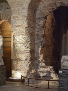 The remains of the Gallo-Roman baths make a perfect setting for early medieval artefacts, some of which are the original sculptures from Notre Dame.