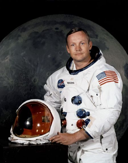 804px-Neil_Armstrong_pose